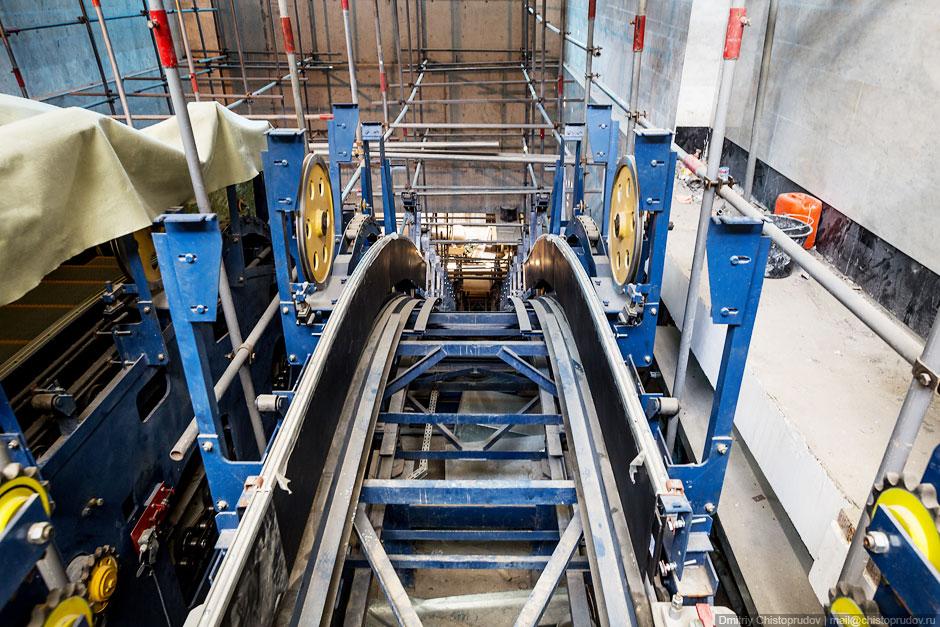 Уже смонтированы основные конструкции эскалаторов станции «Спартак»