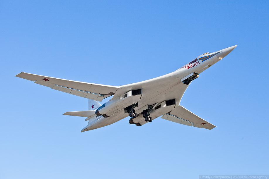飞机起飞后就进入长距离的训练飞行(飞往北极或西伯利亚).