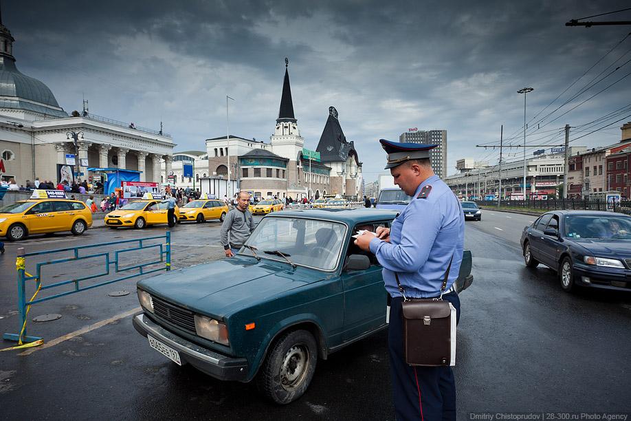 остановка под запрещающим знаком такси