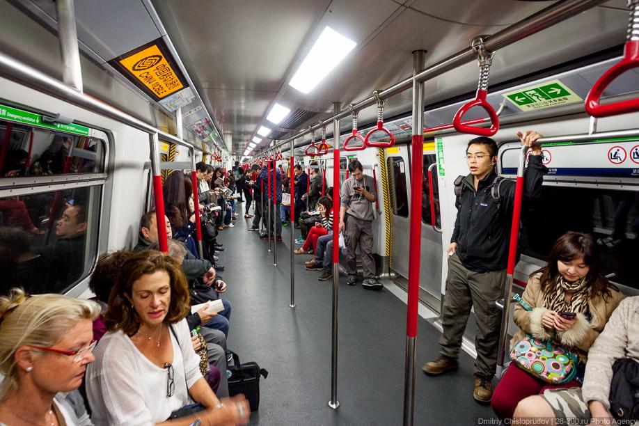 25. Помимо обычных схем метрополитена, во многих составах установлены наддверные маршрутоуказатели, которые...