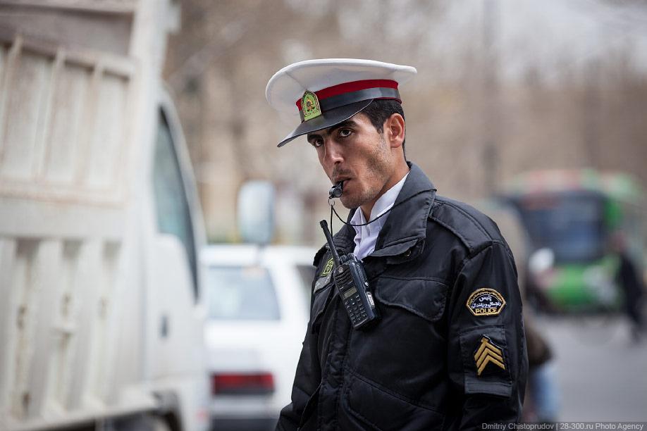 00 Иран. Город Кум и дорога в Исфахан, Иранские правила дорожного движения