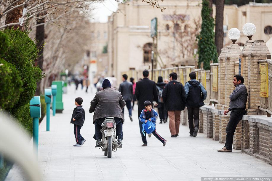 04 Иран. Город Кум и дорога в Исфахан, Иранские правила дорожного движения