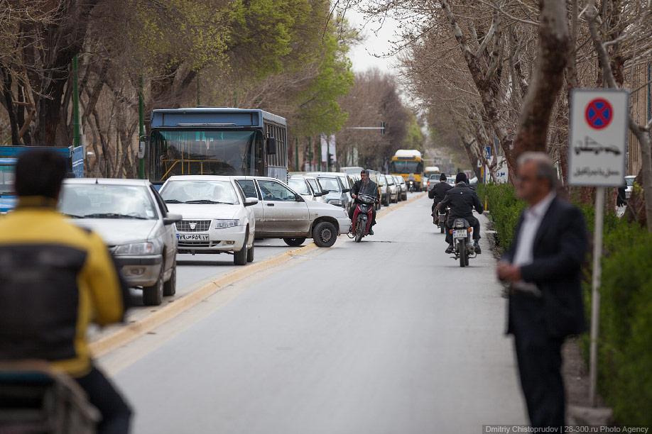 07 Иран. Город Кум и дорога в Исфахан, Иранские правила дорожного движения